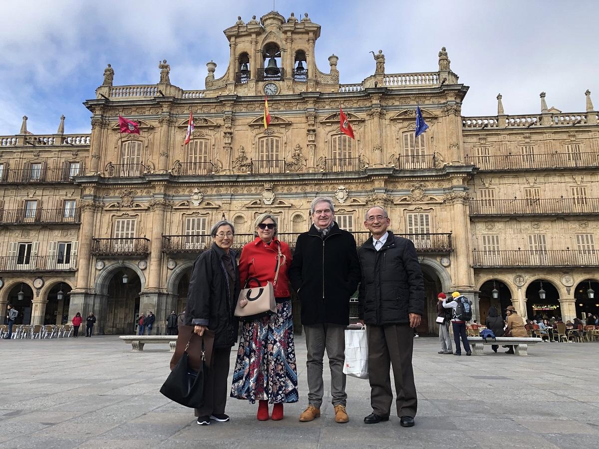 Con Paco y su familia en la Plaza Mayor de Salamanca