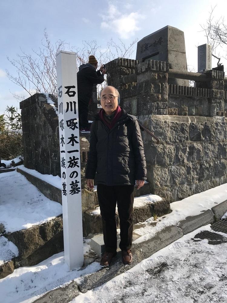 伊藤昌輝 - 石川啄木一族の墓にて